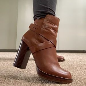 (Steve Madden) Brown Leather Booties